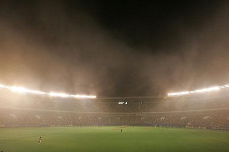 霧につつまれた千葉マリンスタジアム
